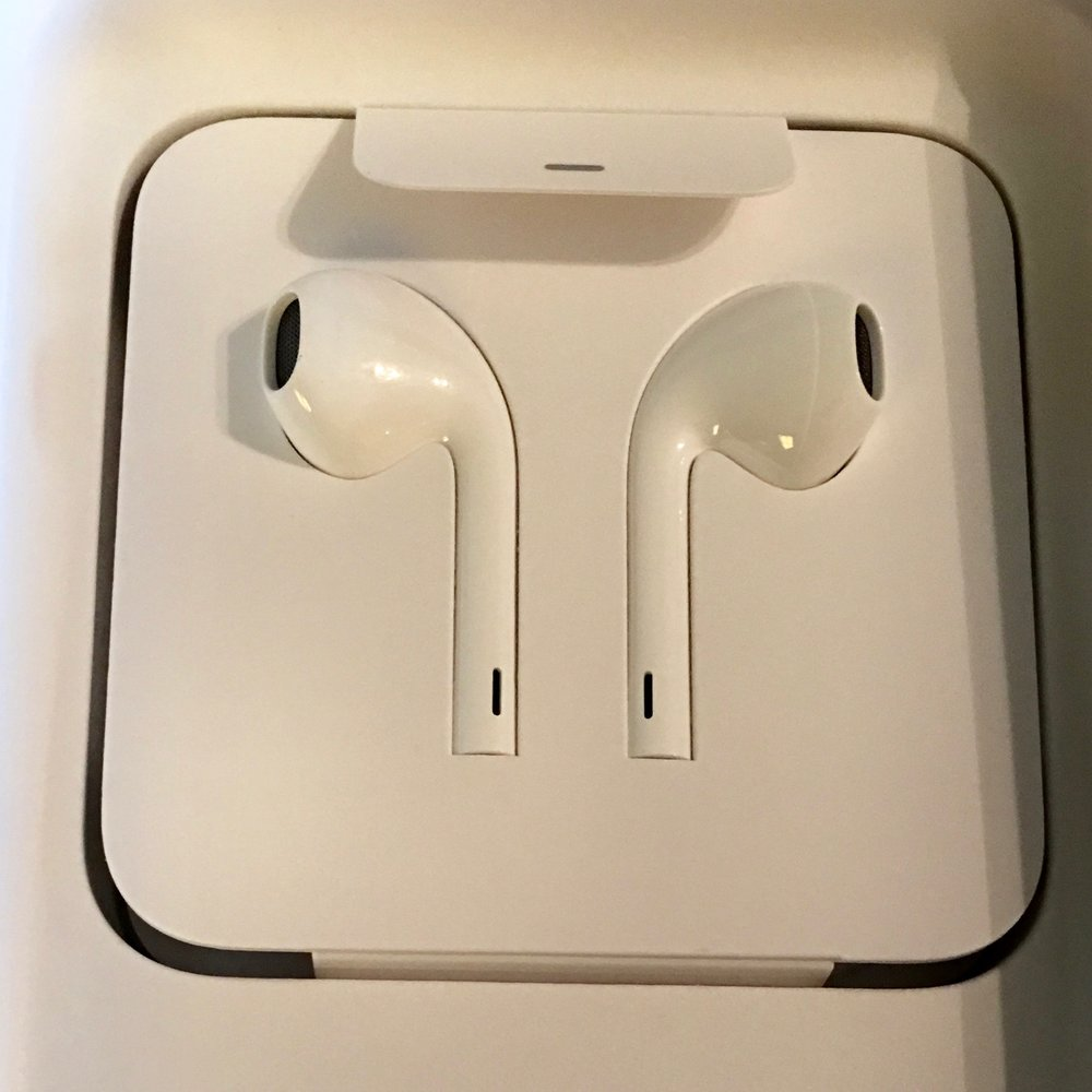 Apple Airpods? No, just cleverly packaged lightning earpods. image ©2016, Steven sande