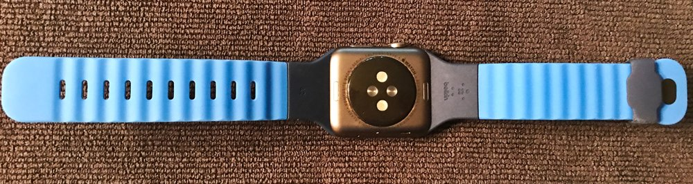 "The ""wavy"" back of the Belkin Sport Band provides better airflow than that of the Apple band. Photo ©2017, Steven Sande"