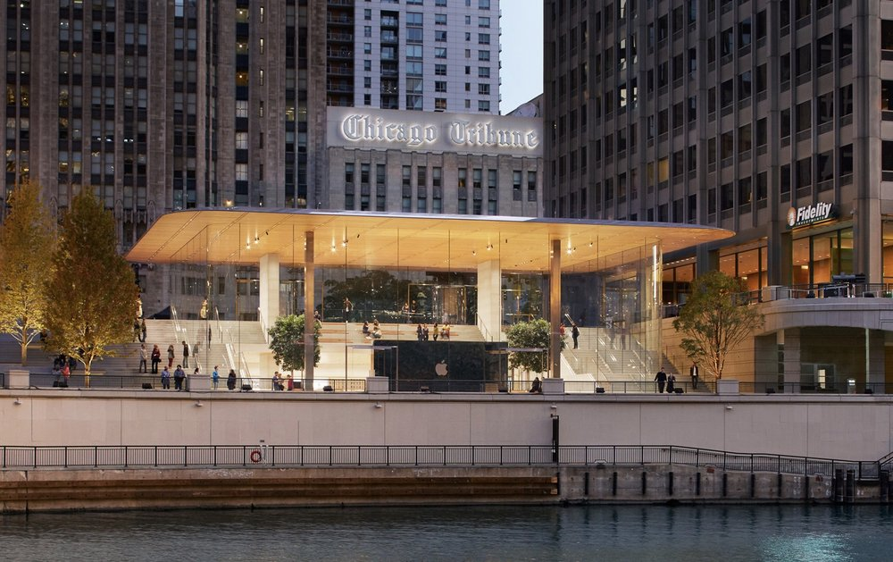 The store connects the Chicago River with Pioneer Court and Michigan Avenue. -- Photo courtesy of Apple