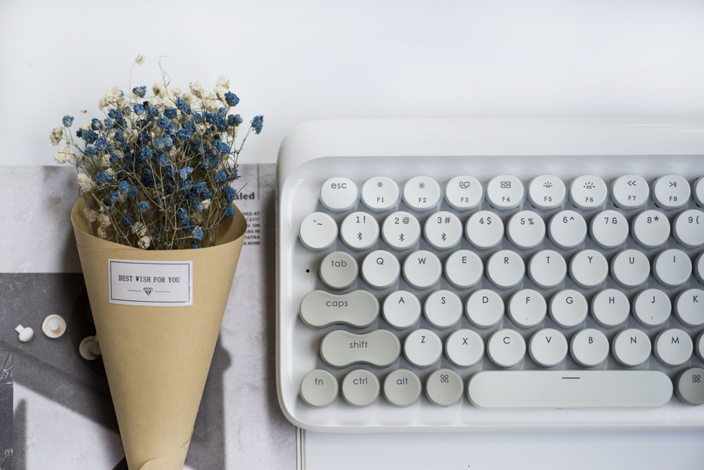 lofree Four Seasons Mechanical Keyboard in Vernal White