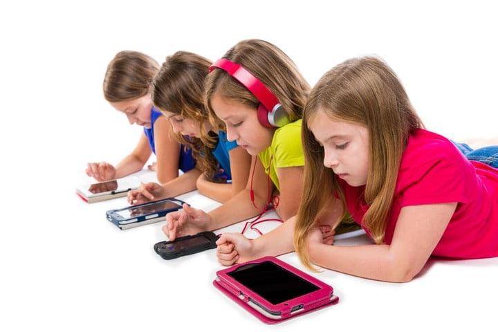 Children and smartphones.jpg