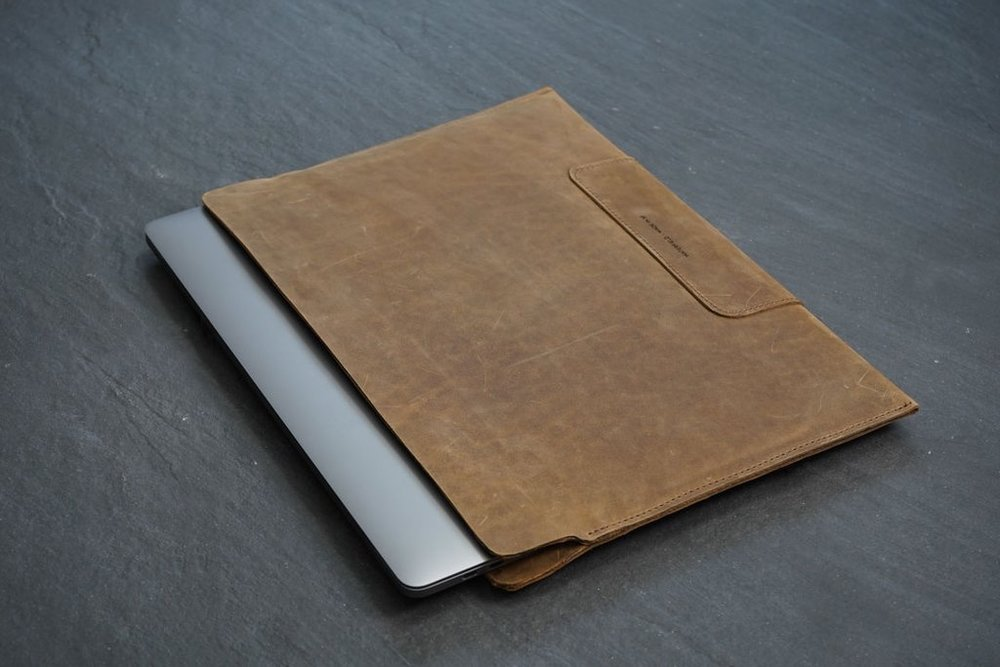 Vero Leather Sleeve.jpg