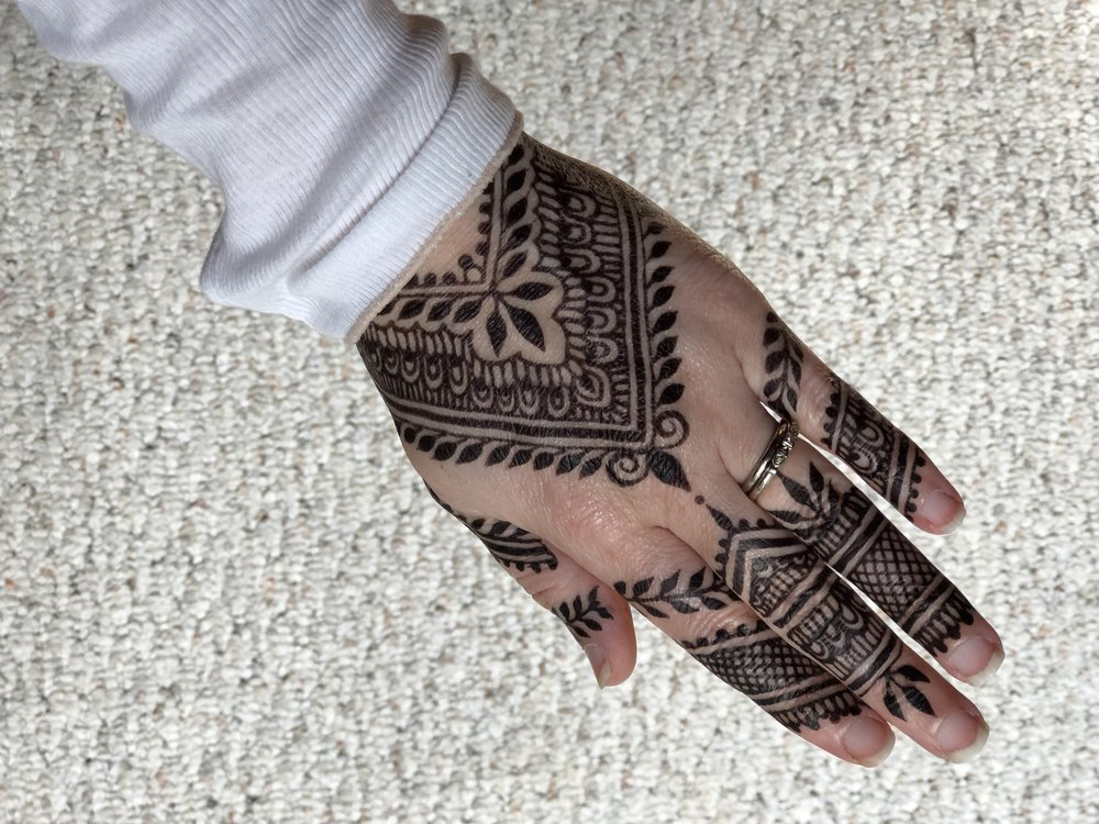 Naturally dark jagua henna using pure, organic ingredients!