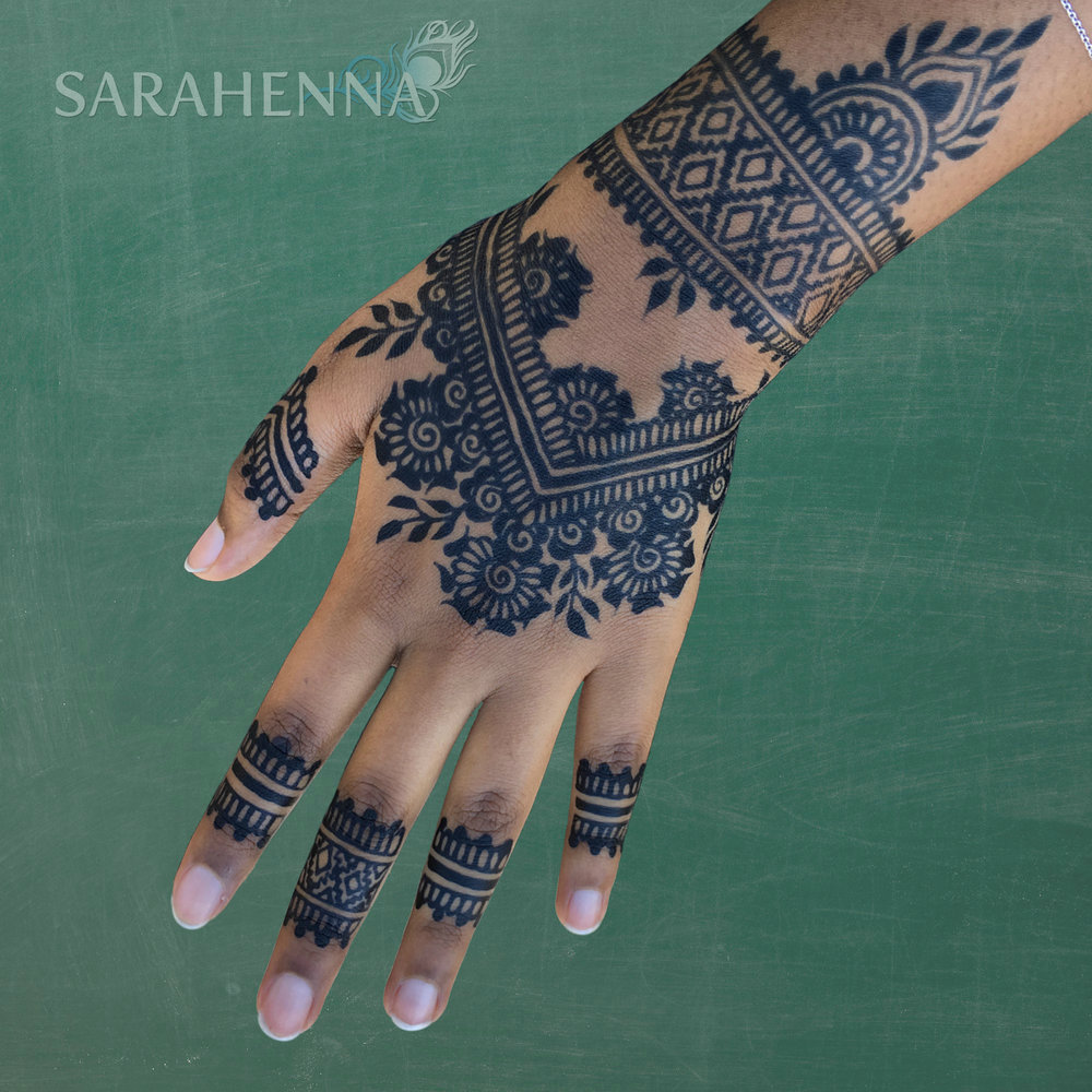 Jagua-hand-Nawal-solidbkgd_w.jpg