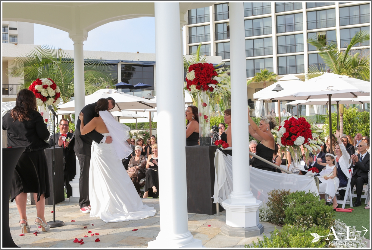 Newport Marriott Wedding, first kiss