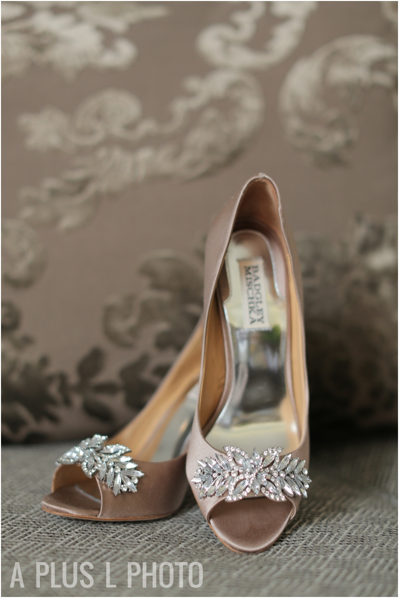 Wedding Details | Badgley Mischka Wedding Shoes | A Plus L Photo | Portland, OR Wedding Photographers