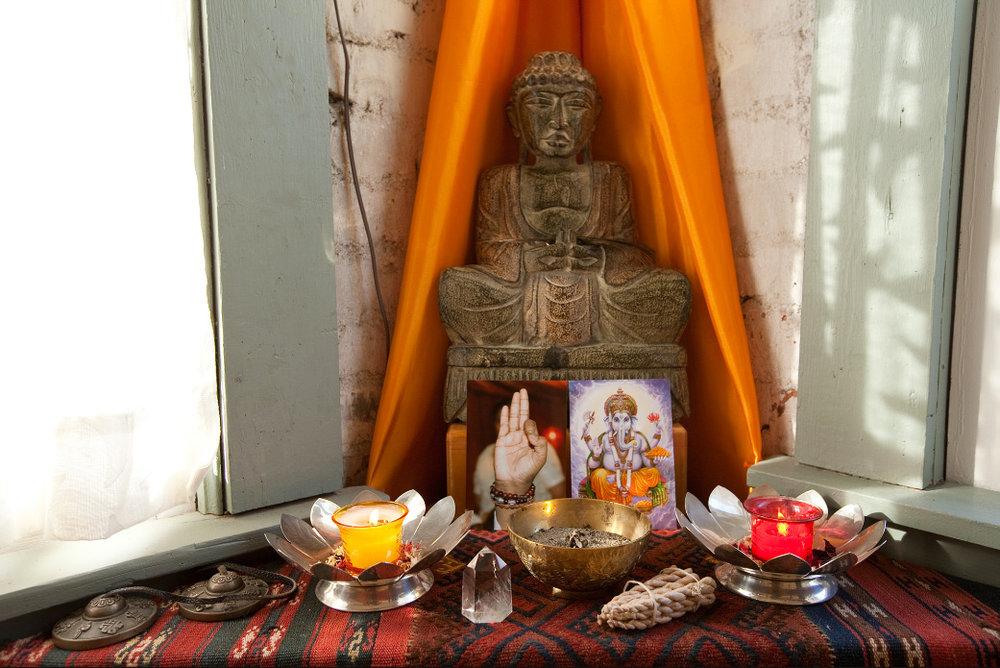 Buddhaofferingtable.jpg
