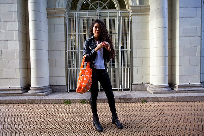 TheStyleBoro_OffDuty_Model_Style_NYC_Fashion_Blog_Edgy_Black_Outfit_bebe_baggu_curlyhair_marinelayer_kendrascott_0021.jpg