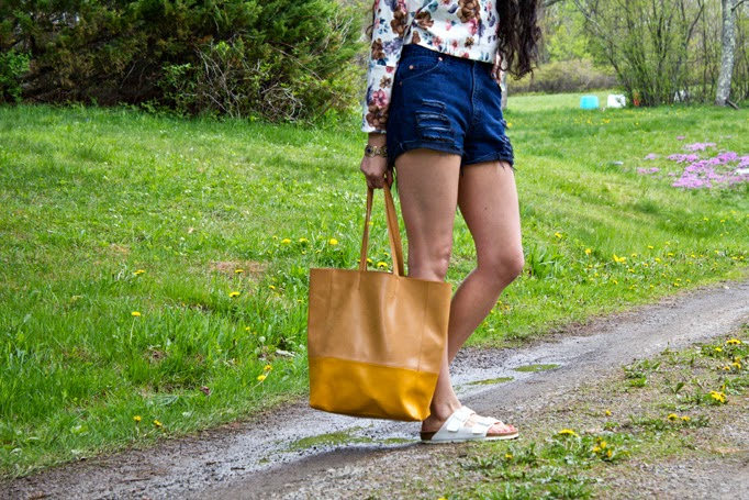Upstate_TheStyleBoro_NastyGal_Street_Style_Fashion_How_To_Crop_Top_Boyfriend_Jeans_Shorts_Review_Birks_Birkenstocks_0037.jpg