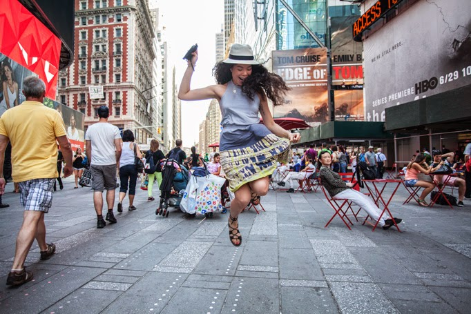 Times_Square_thestyleboro_midi_dress_nyc_streetstyle_gypsy05_aritzia_Madewell_sightseer_sandal_la_soula_spring_summer_fashion_0003.jpg