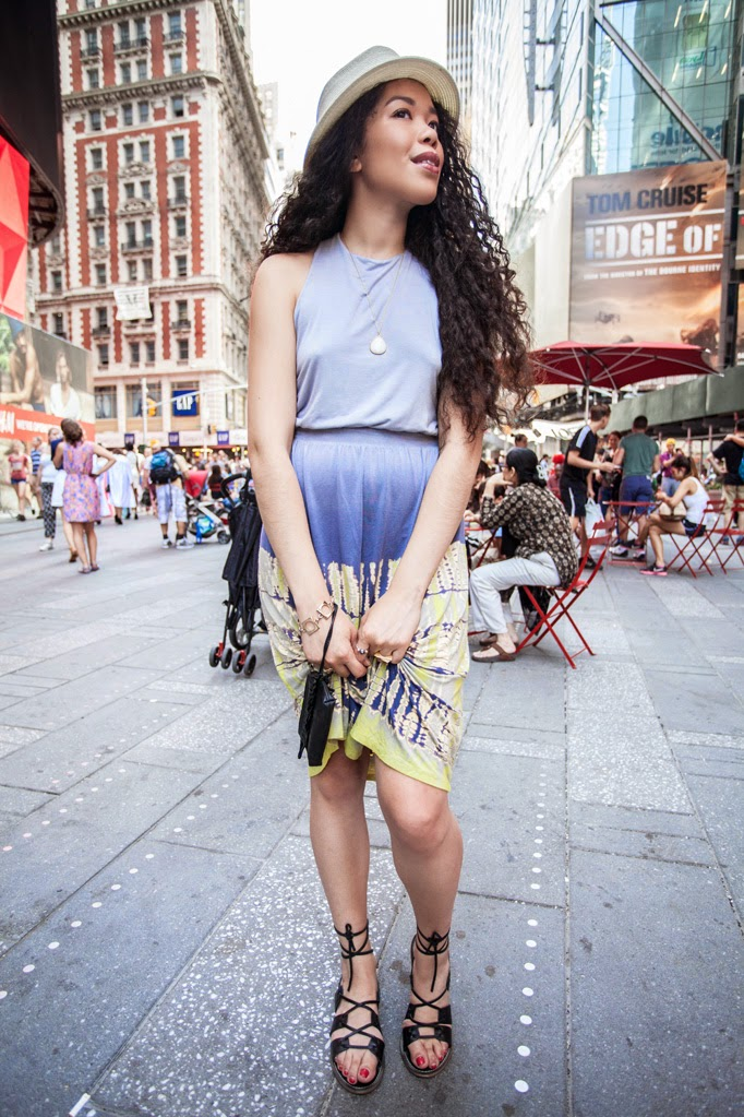 Times_Square_thestyleboro_midi_dress_nyc_streetstyle_gypsy05_aritzia_Madewell_sightseer_sandal_la_soula_spring_summer_fashion_0001.jpg