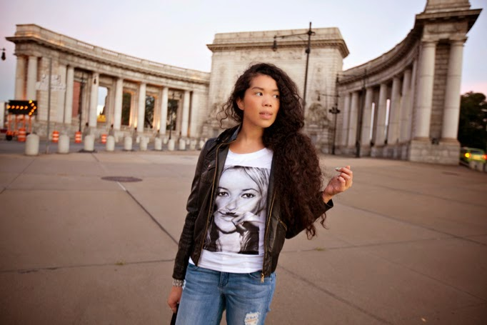 TheStyleBoro_OffDuty_Model_Style_NYC_Fashion_Blog_Outfit_KateMoss_tshirt_ElevenParis_curlyhair_ManhattanBridge_0015.jpg