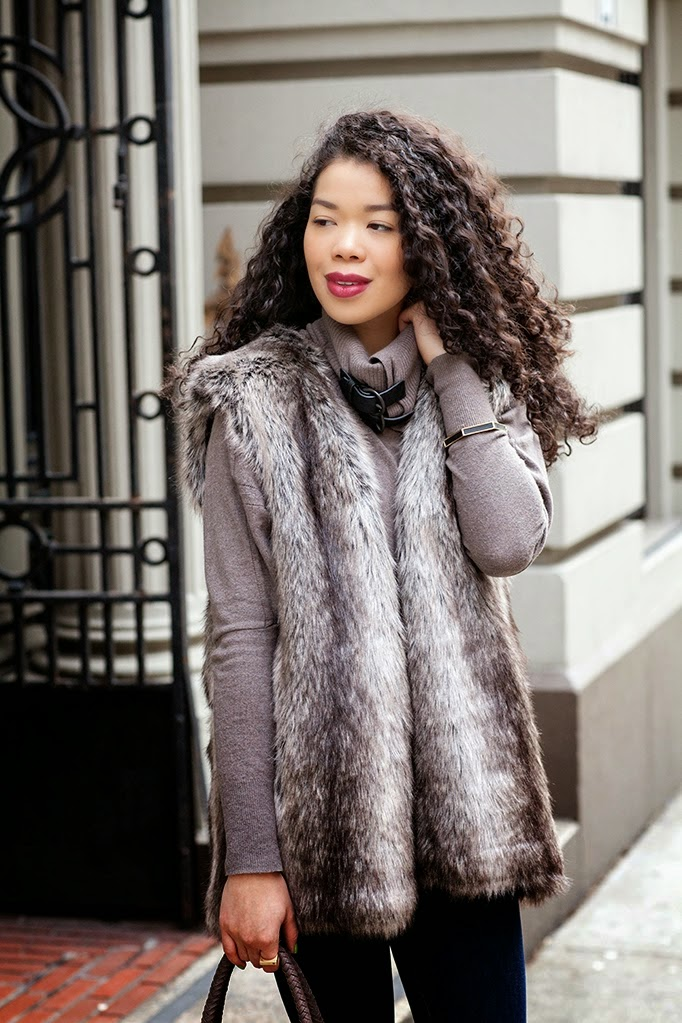 faux_fur_vest_outfit_ideas_curly_hair_blogger.jpg