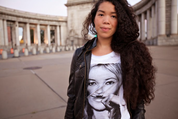 TheStyleBoro_OffDuty_Model_Style_NYC_Fashion_Blog_Outfit_KateMoss_tshirt_ElevenParis_curlyhair_ManhattanBridge_0016.jpg