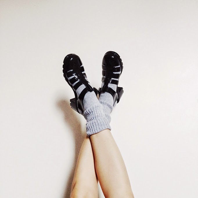 how_to_wear_jellies_with_socks.jpg