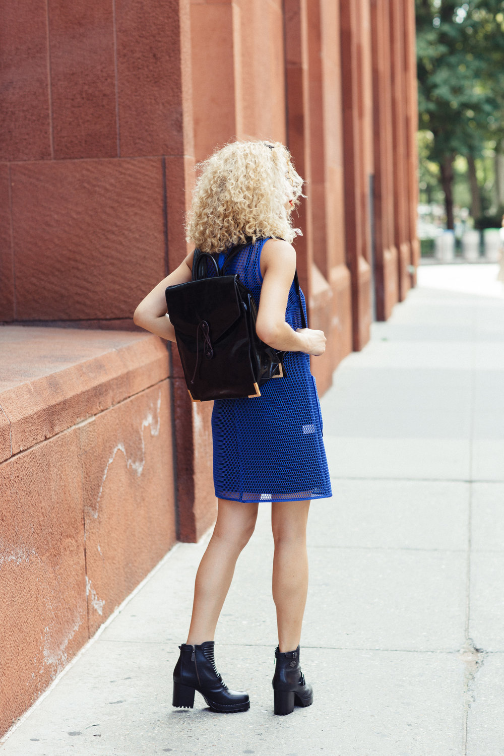 blue-dress-outfits-blonde-curly-hair.jpg
