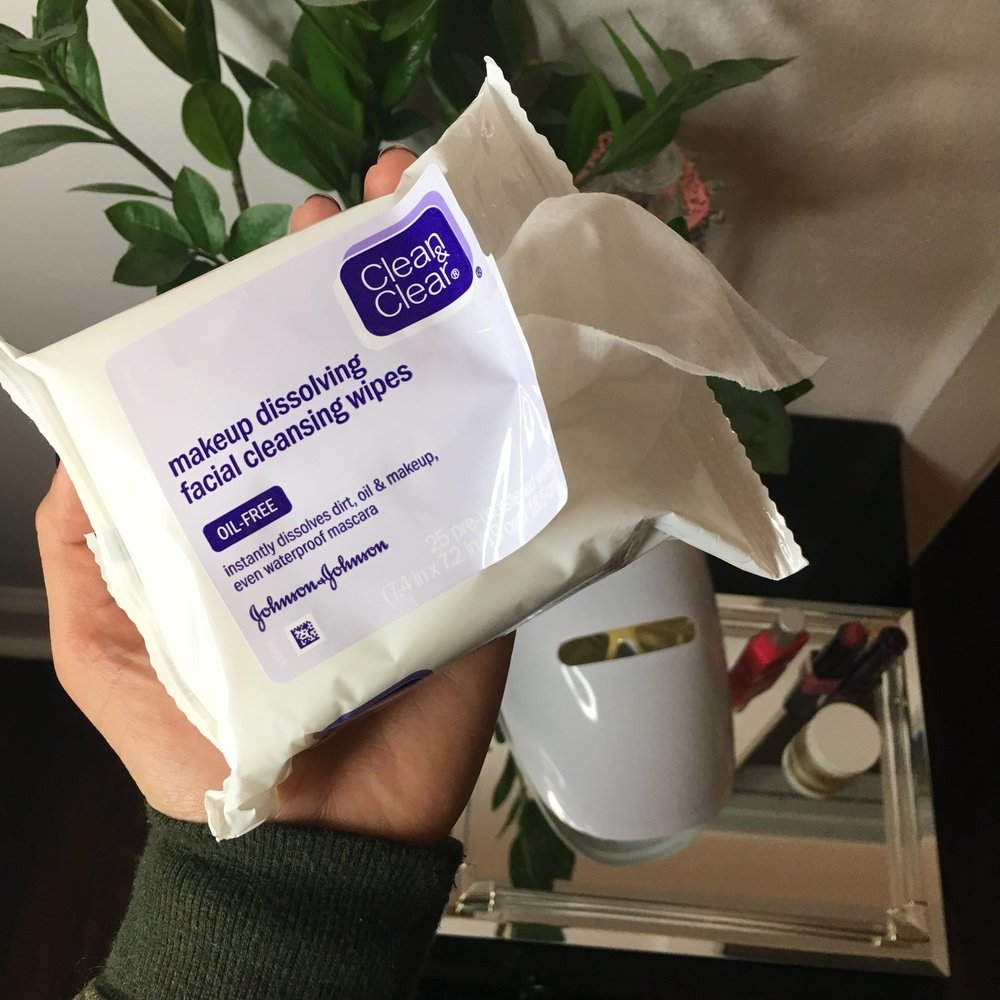 Clean & Clear® Makeup Dissolving Facial Cleansing Wipes Review.jpg
