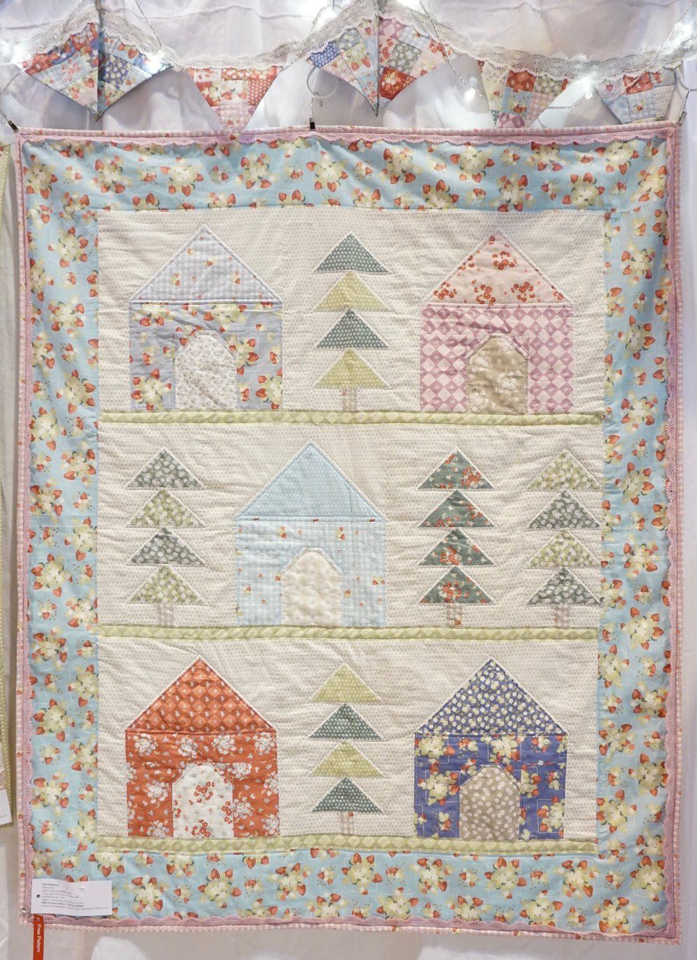 Cozy Cabins Quilt designed by Jera Brandvig / Quilted by Faith Essenburg