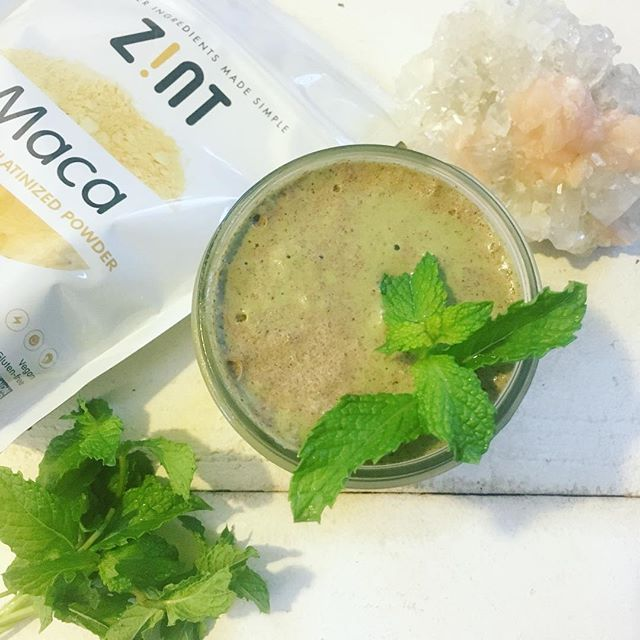 #ad || ✧MINT CHIP SHAKE✧ made with @zintnutrition maca powder {for the endocrine and nervous systems. Use code Britt360 for 15% off discount off your own order} and fresh farmer's market mint leaves . D e t a i l s ➸ 3/4 cup walnut milk + 1/2 frozen zucchini coins {compared to frozen bananas they don't spike blood sugar levels and have a neutral taste} + big handful of mint leaves + 1 cup spinach leaves + .5 tbsp @zintnutrition maca powder + 2 oz quality dark chocolate bar ➸ I used @honeymamas DUTCH bar {add at end and blend for a few seconds} + @zintnutrition collagen + .5 tbsp Cacao powder + vanilla liquid stevia + pink sea salt . .  Be ||conscious|| of the foods you are choosing to put ✧INTO✧ your body. Ask yourself: Are they nourishing or depleting? How are they supporting your organs, your cells, your energy levels? Are they promoting wellness or disease? How do you feel after eating certain foods? Are they raising or lowering your vibration? The more AWARE you become of your food's influence and effect over Y O U, the easier it is to make holistic choices that align with your body's needs to function✧OPTIMALLY💫 #zintnutrition #fitbrittnutrition