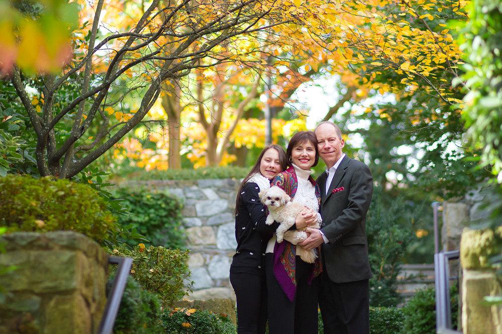McLean Family Photographer, McLean VA Photographer, Snuggling family, teen photographer, three is perfect