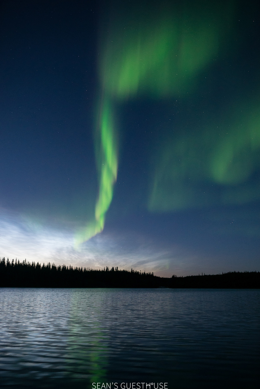 Sean's Guesthouse - Yellowknife Northern Lights Tour - August Aurora - 3.jpg