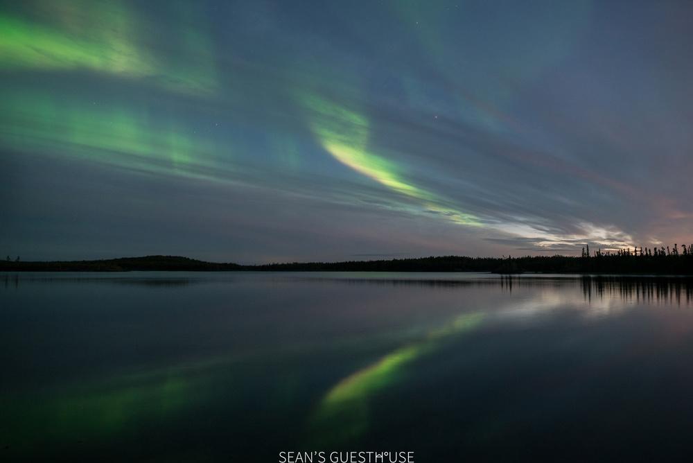 Sean's Guesthouse - Yellowknife Northern Lights Autumn - 5.jpg