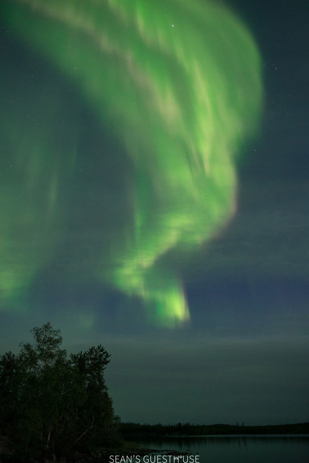 Sean's Guesthouse - Yellowknife Northern Lights Autumn - 6.jpg
