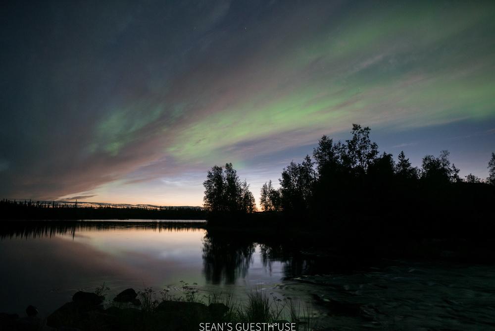 Sean's Guesthouse - Yellowknife Northern Lights Autumn - 8.jpg