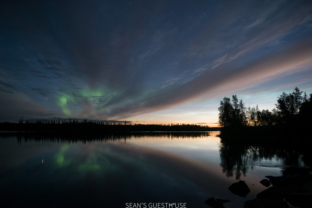 Sean's Guesthouse - Yellowknife Northern Lights Autumn - 10.jpg