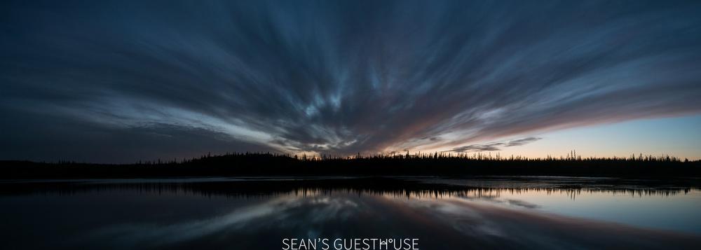 Sean's Guesthouse - Yellowknife Northern Lights Autumn - 1.jpg
