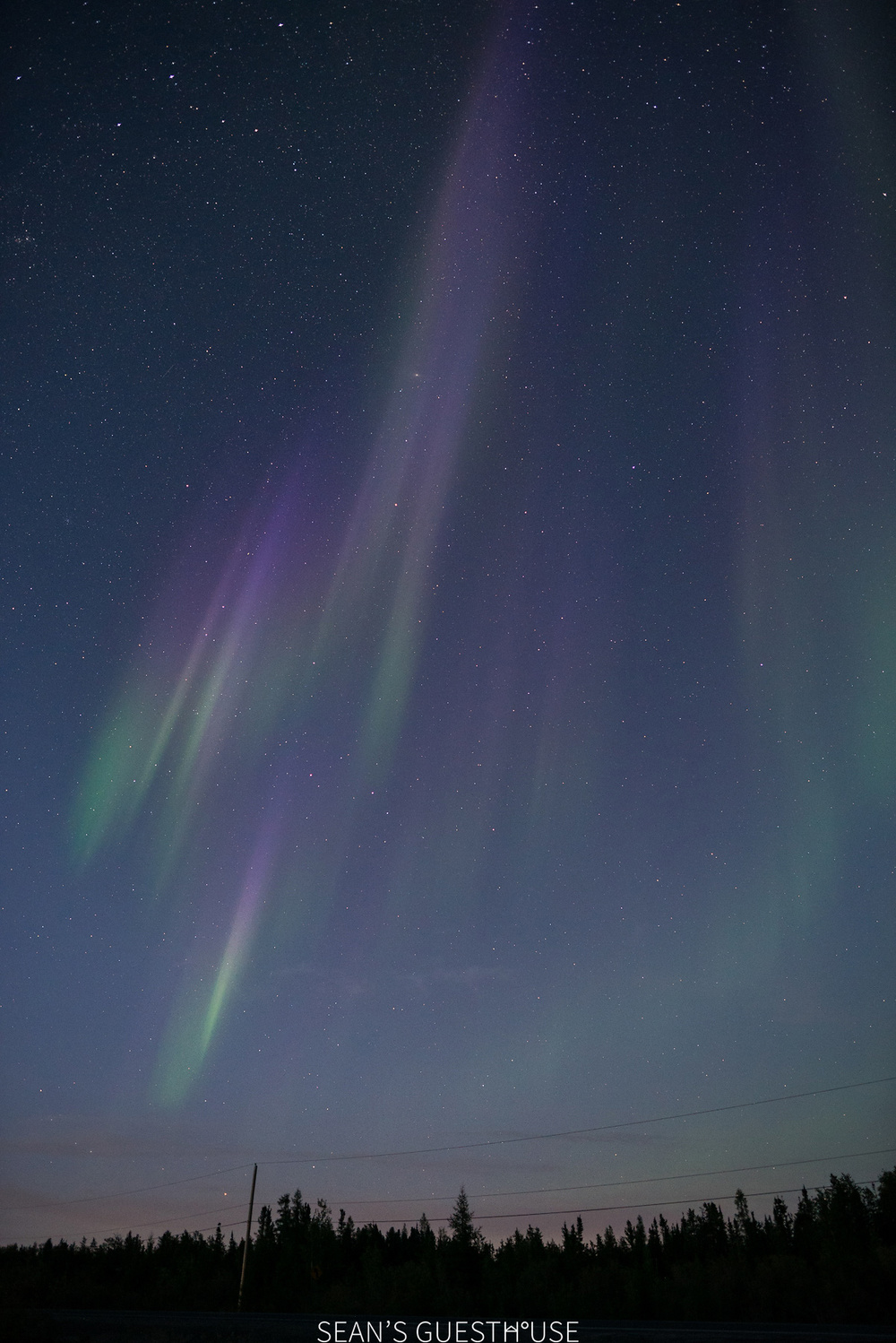 Sean's Guesthouse - Yellowknife Northern Lights and Perseid Meteor Shower - 3.jpg