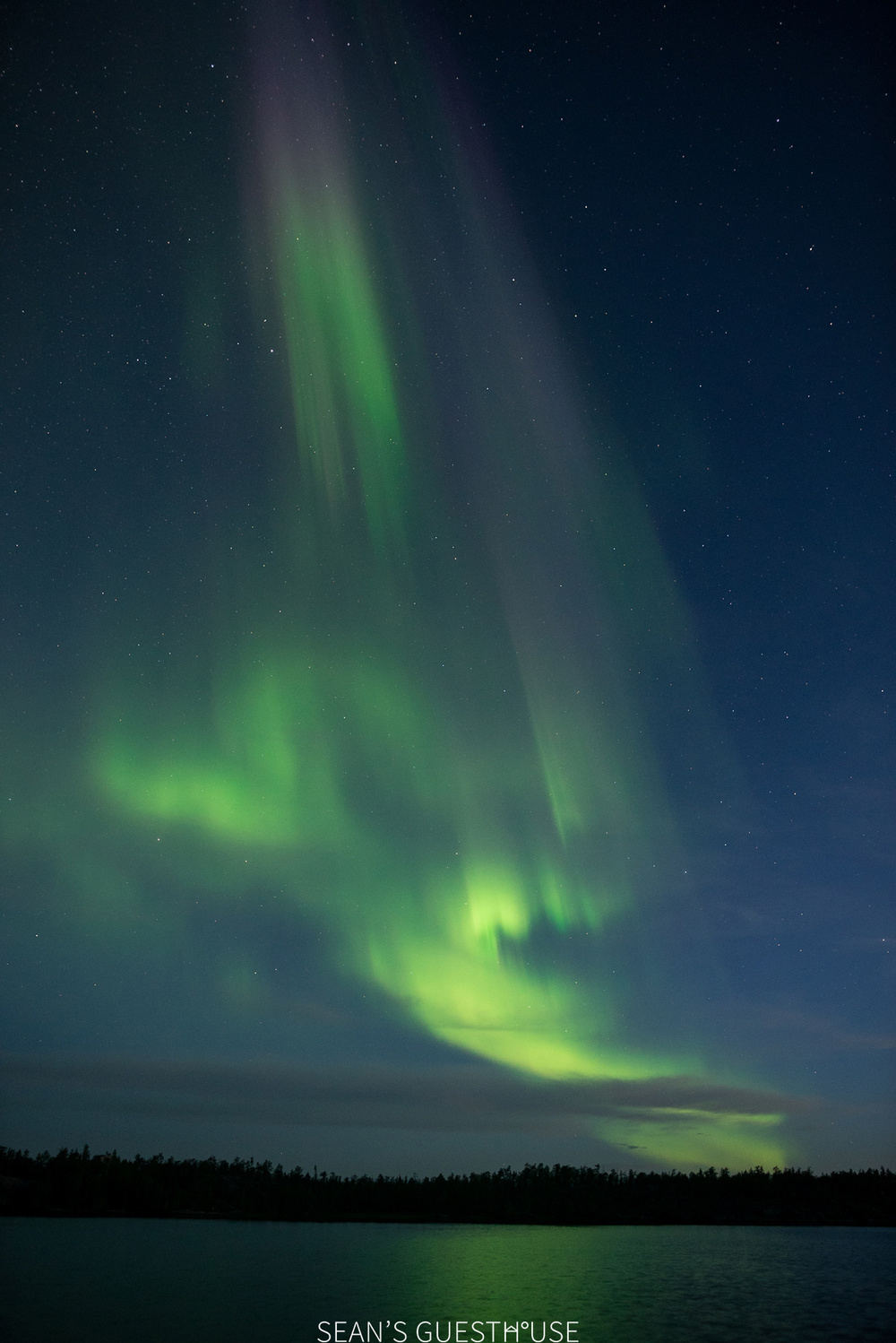 Sean's Guesthouse - Yellowknife Northern Lights and Perseid Meteor Shower - 9.jpg