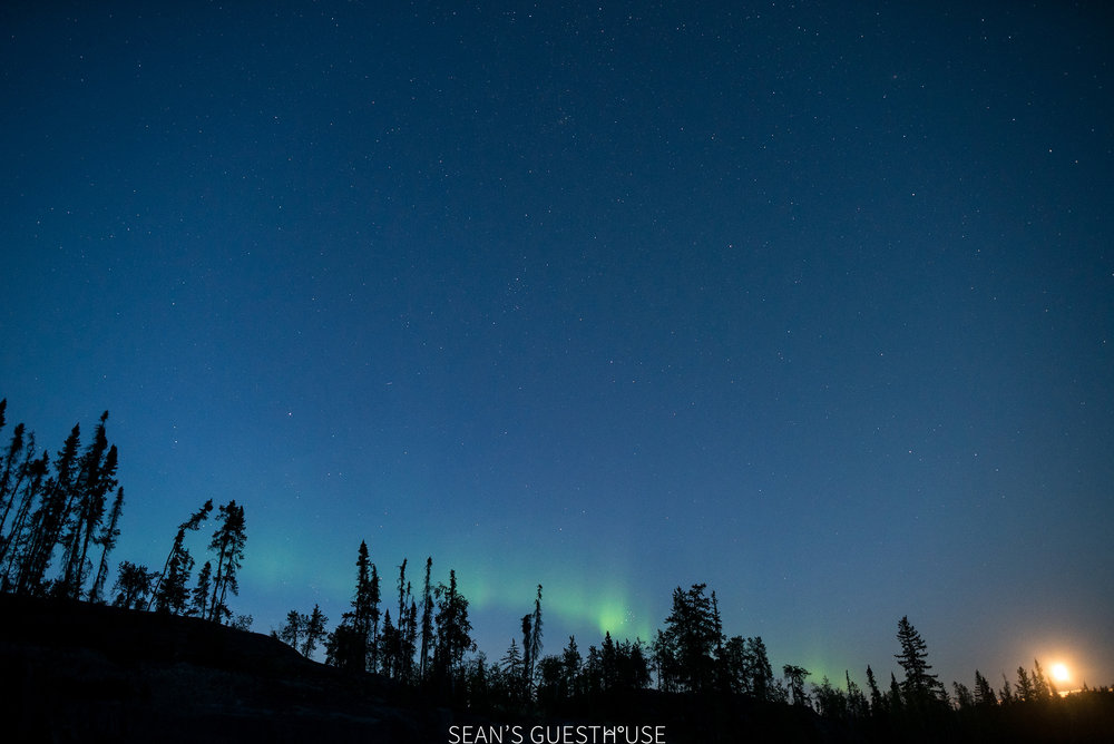 Sean's Guesthouse - Northern Lights in Yellowknife - 1.jpg