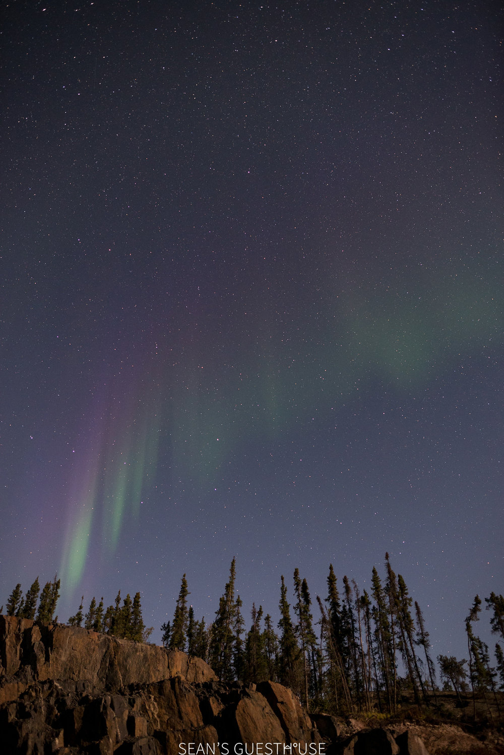 Sean's Guesthouse - Northern Lights in Yellowknife - 4.jpg