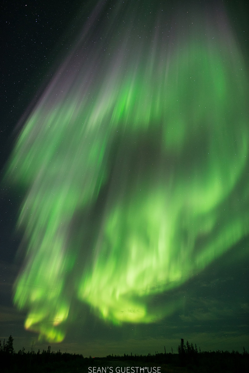 Sean's Guesthouse - Northern Lights Colours Yellowknife - 3.jpg