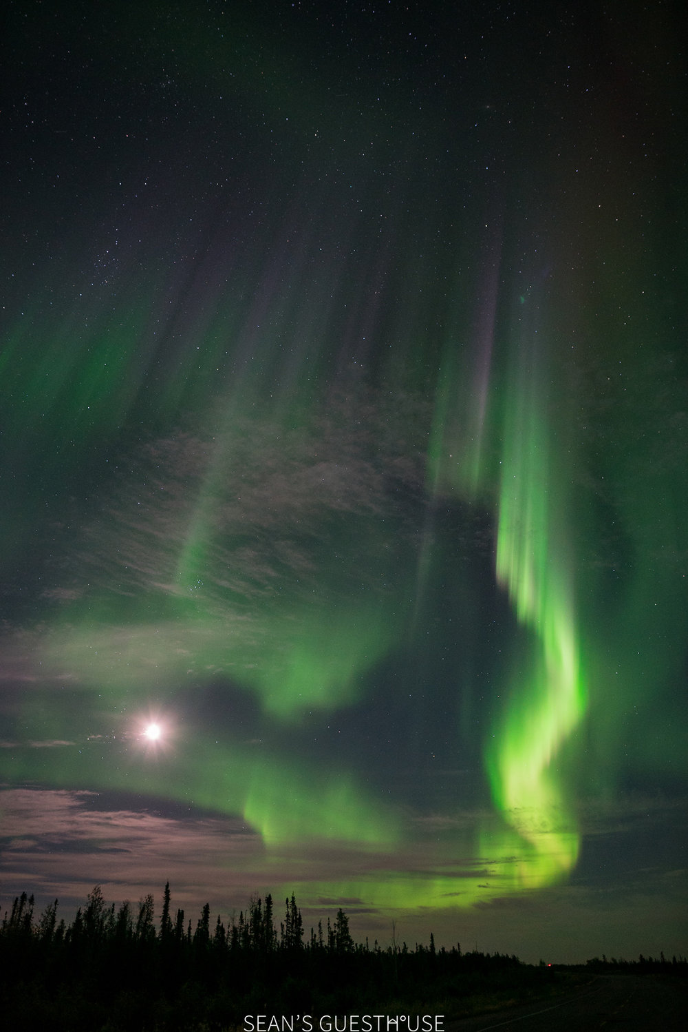 Sean's Guesthouse - Northern Lights Colours Yellowknife - 6.jpg