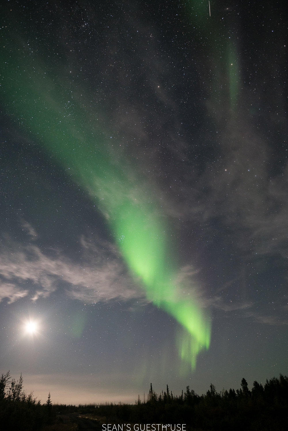 Sean's Guesthouse Blog - Northern Lights and Lightning Yellowknife - 5.jpg