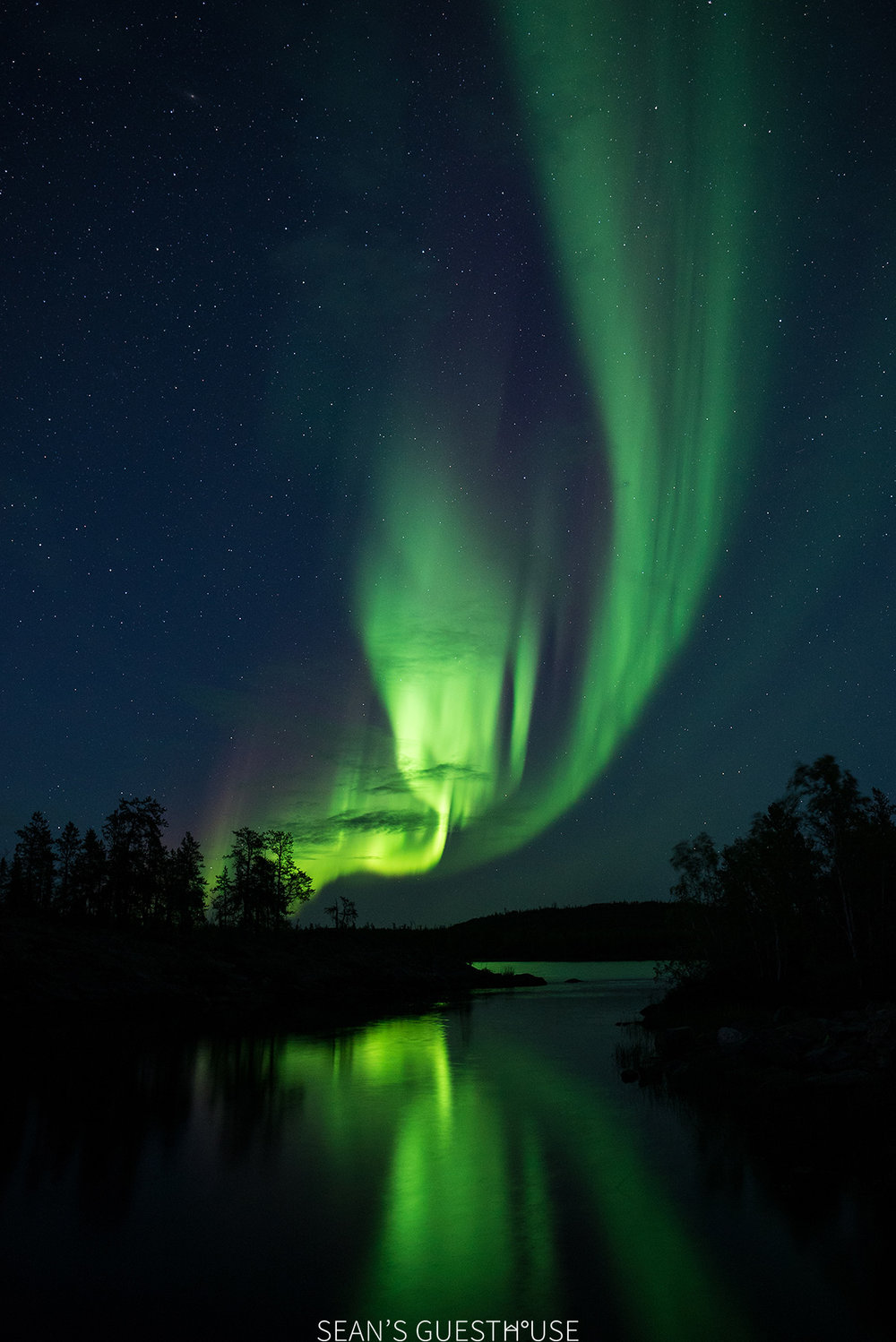 Sean's Guesthouse - Autumn Northern Lights Canada - 1.jpg