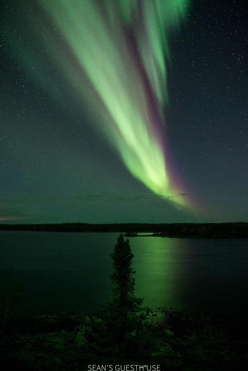 Sean's Guesthouse - Autumn Northern Lights Canada - 4.jpg