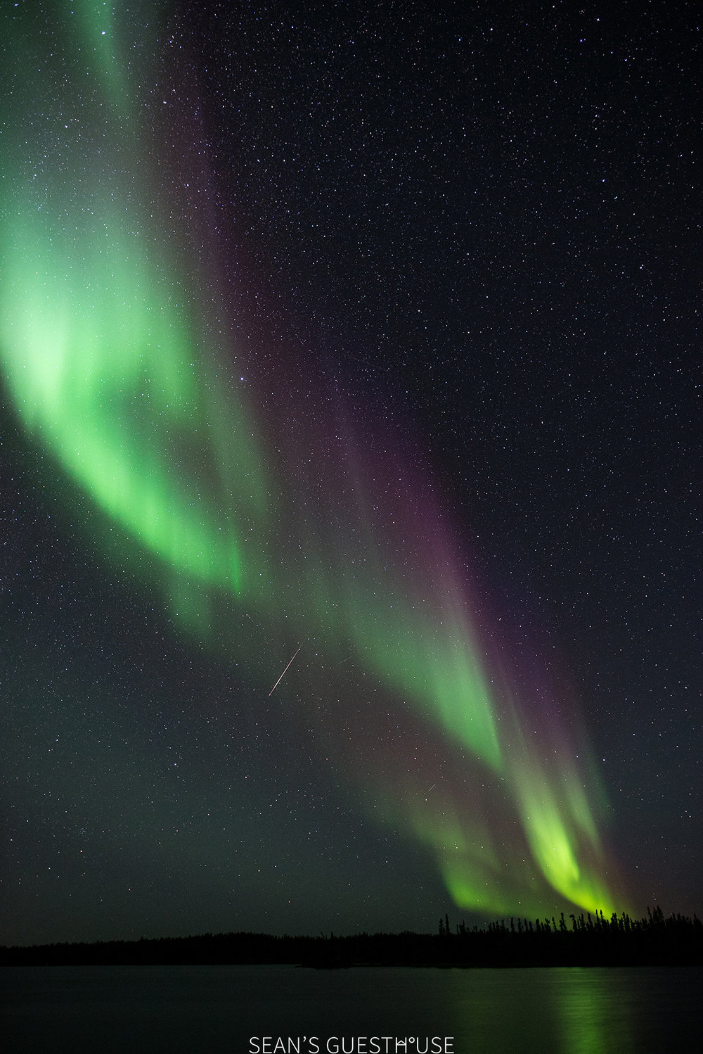 Sean's Guesthouse - Autumn Northern Lights Canada - 5.jpg