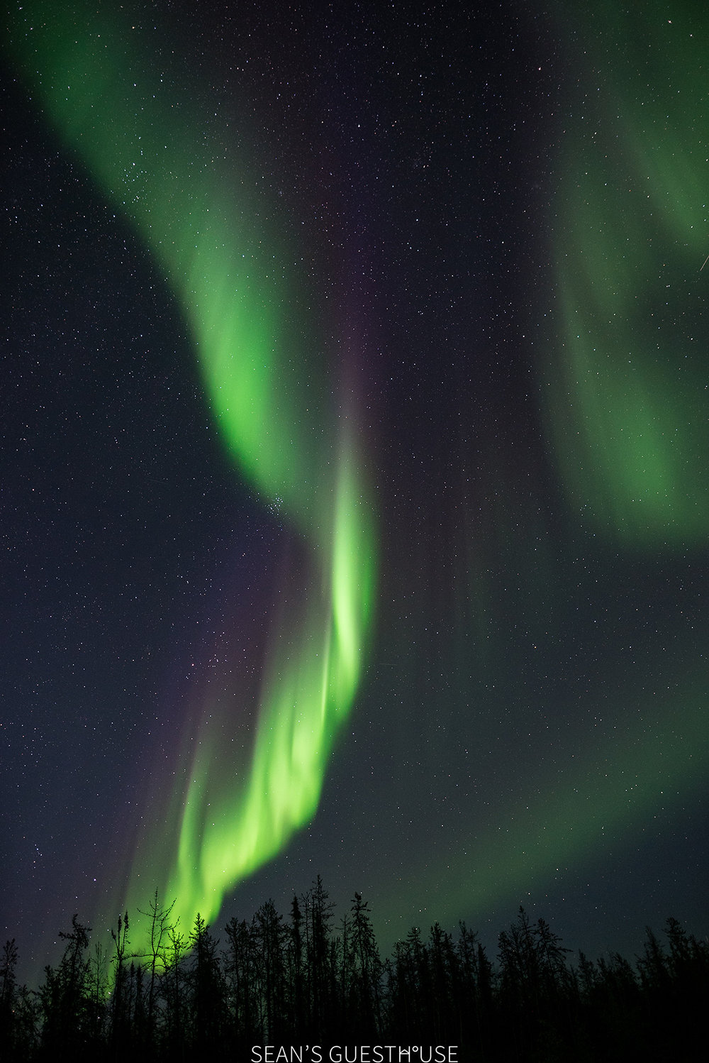 Sean's Guesthouse - Autumn Northern Lights Canada - 6.jpg
