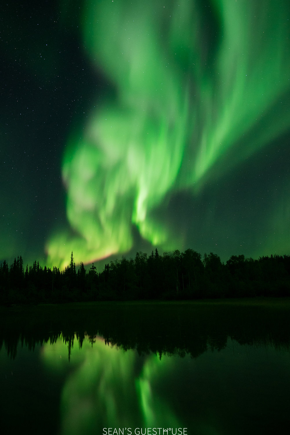 Sean's Guesthouse - Northern Lights Tour Yellowknife - 3.jpg