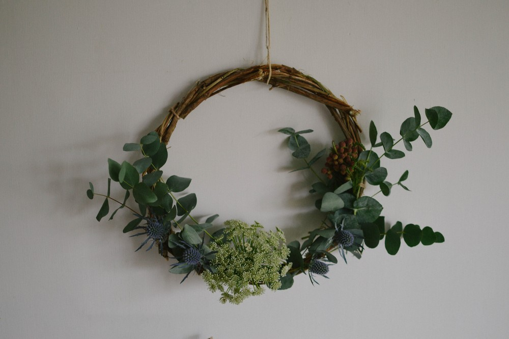 my plan is to have a natural christmas i dont want gaudy baubles or over the top displays and i strive for a simple look - Simple Christmas Wreaths