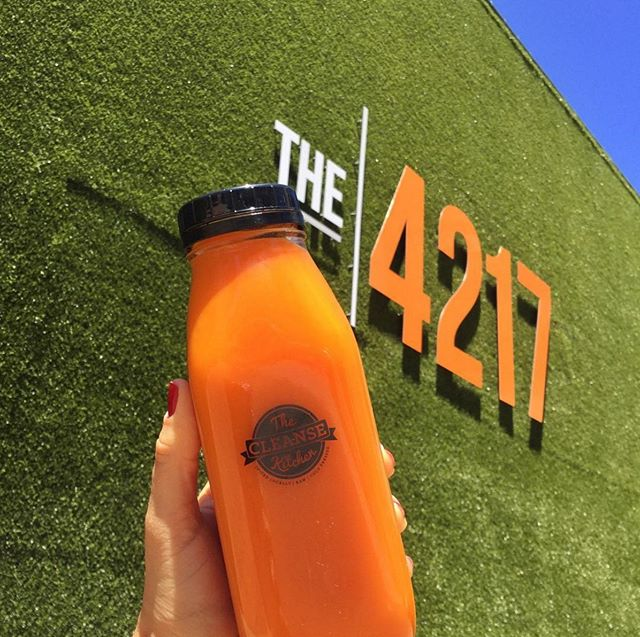 @thecleanseskitchen's juice definitely teams with the theme 🍊  #The4217 #TheCleanseKitchen