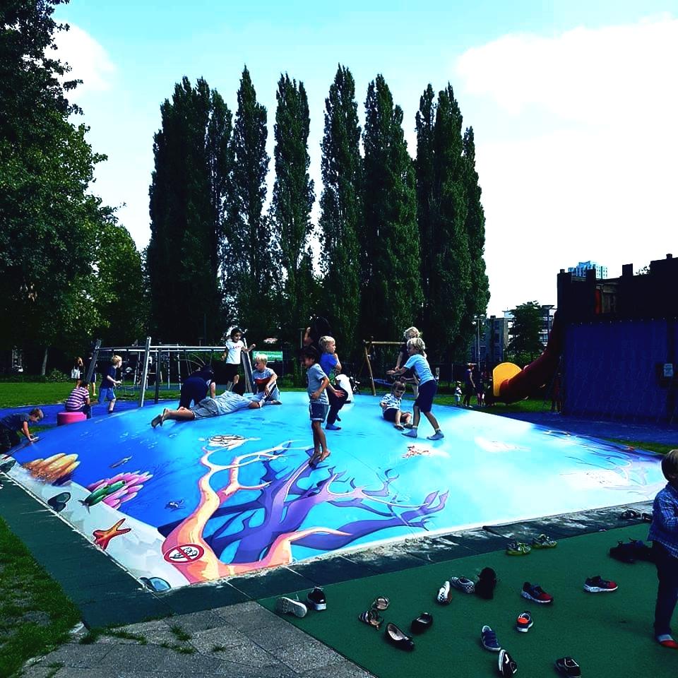 LOCATIE - In de ochtend zullen we in Annabel (Schiestraat 20) een samenkomst hebben van 10.30 uur - 12.00 uur met afsluitend koffie, thee met wat lekkers.Vanaf 12.45 uur zullen we met z'n allen naar Speeltuinvereniging Crooswijk (Schuttersweg 74, Rotterdam) gaan. (parkeren gratis) Hier zullen we de hele middag in en rondom de speeltuin zijn. De kinderen kunnen heerlijk in de speeltuin blijven. ONE, BRAVE en overige fanatiekelingen kunnen sport en spel doen buiten de speeltuin. Er staan gezelschapsspellen klaar, maar je kunt ook heerlijk ontspannen, kletsen, BBQ-en en bij de kledingbeurs shoppen.