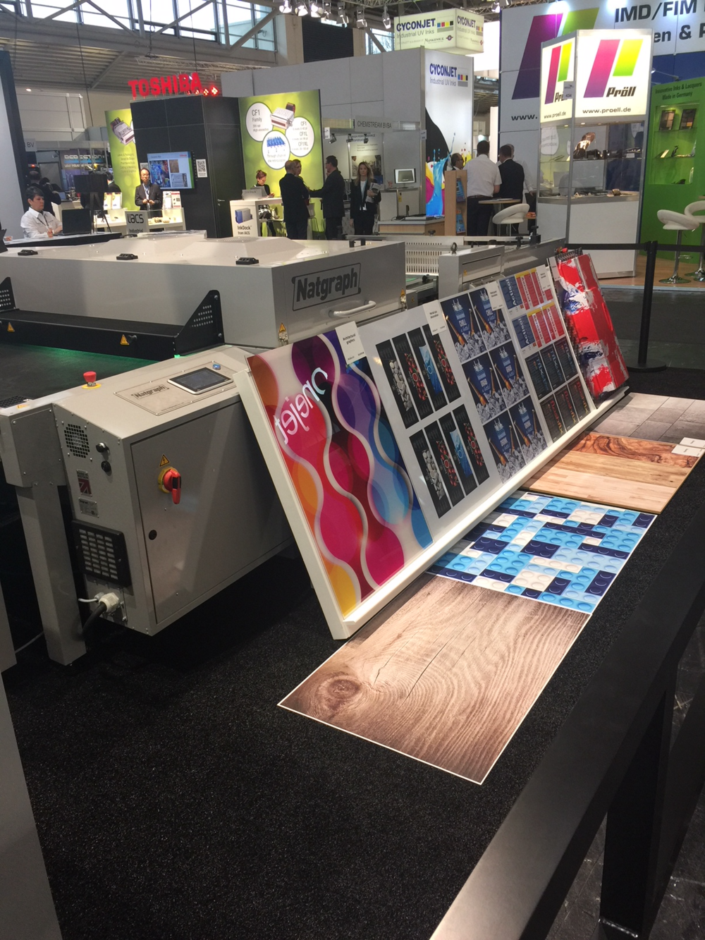 Onset M (here as Fujifilm Acuity B1) showing diverse substrates printed in B1 format