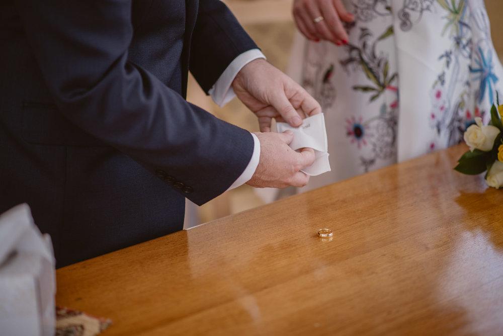Karina-and-Gareth-wedding-basingstoke-register-office-manu-mendoza-wedding-photography-hampshire-057.jpg
