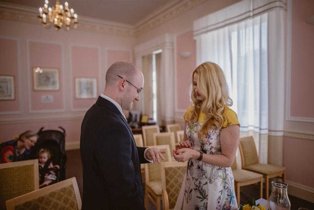 Karina-and-Gareth-wedding-basingstoke-register-office-manu-mendoza-wedding-photography-hampshire-064.jpg