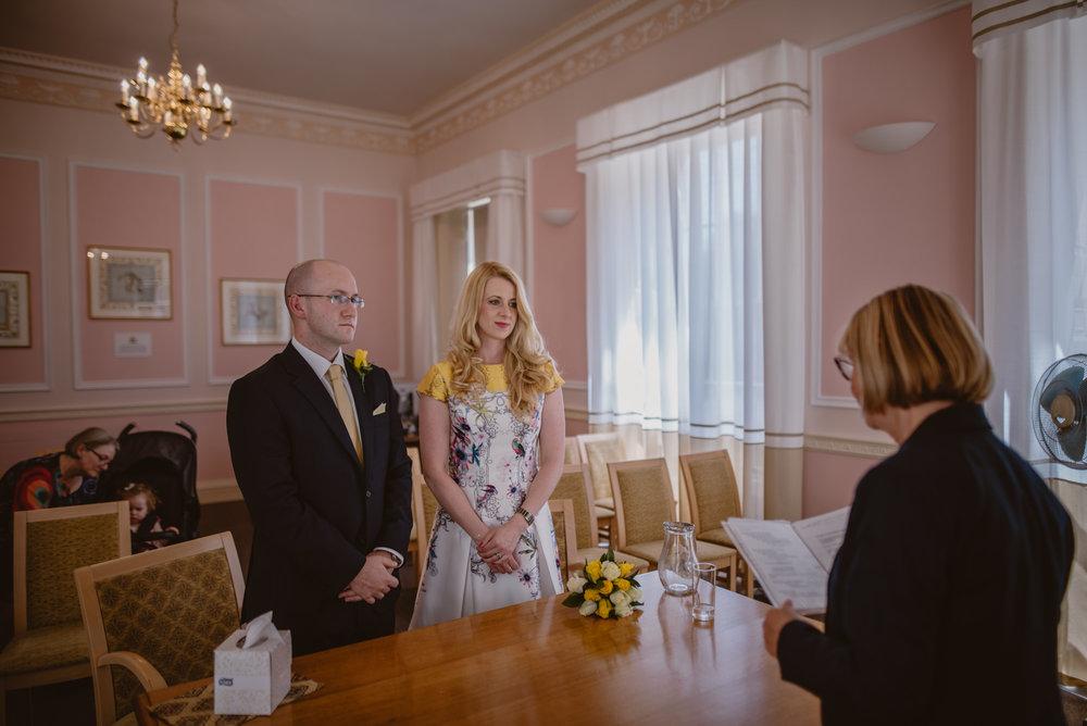 Karina-and-Gareth-wedding-basingstoke-register-office-manu-mendoza-wedding-photography-hampshire-065.jpg