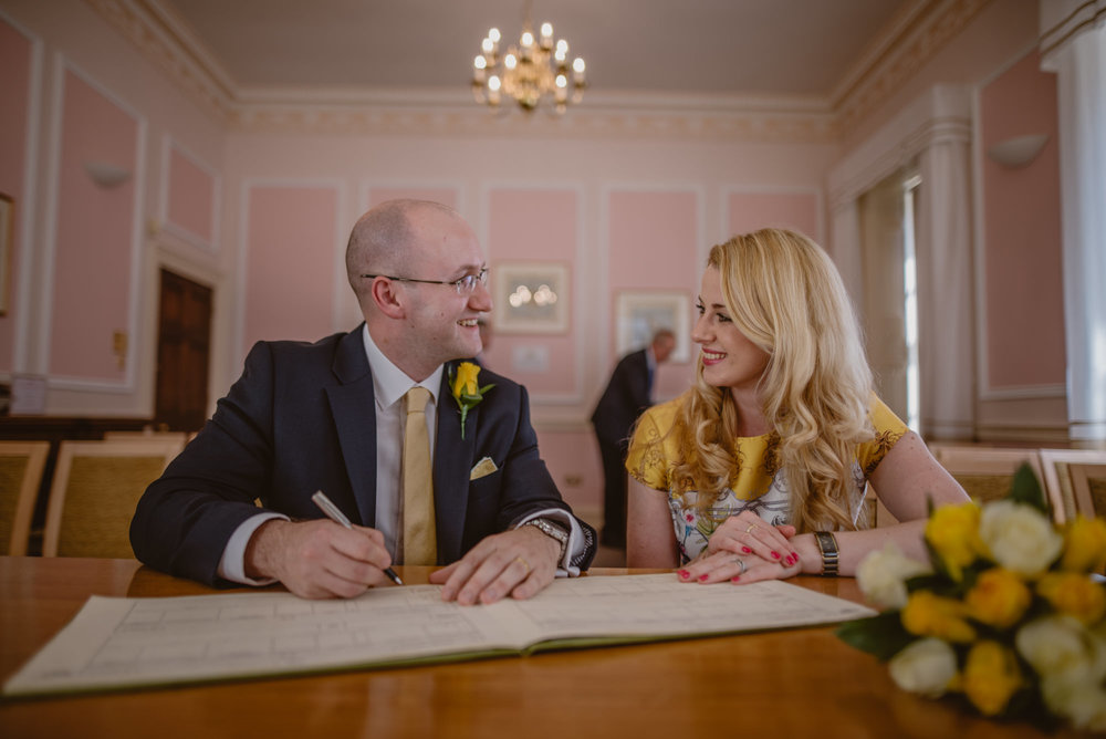 Karina-and-Gareth-wedding-basingstoke-register-office-manu-mendoza-wedding-photography-hampshire-080.jpg